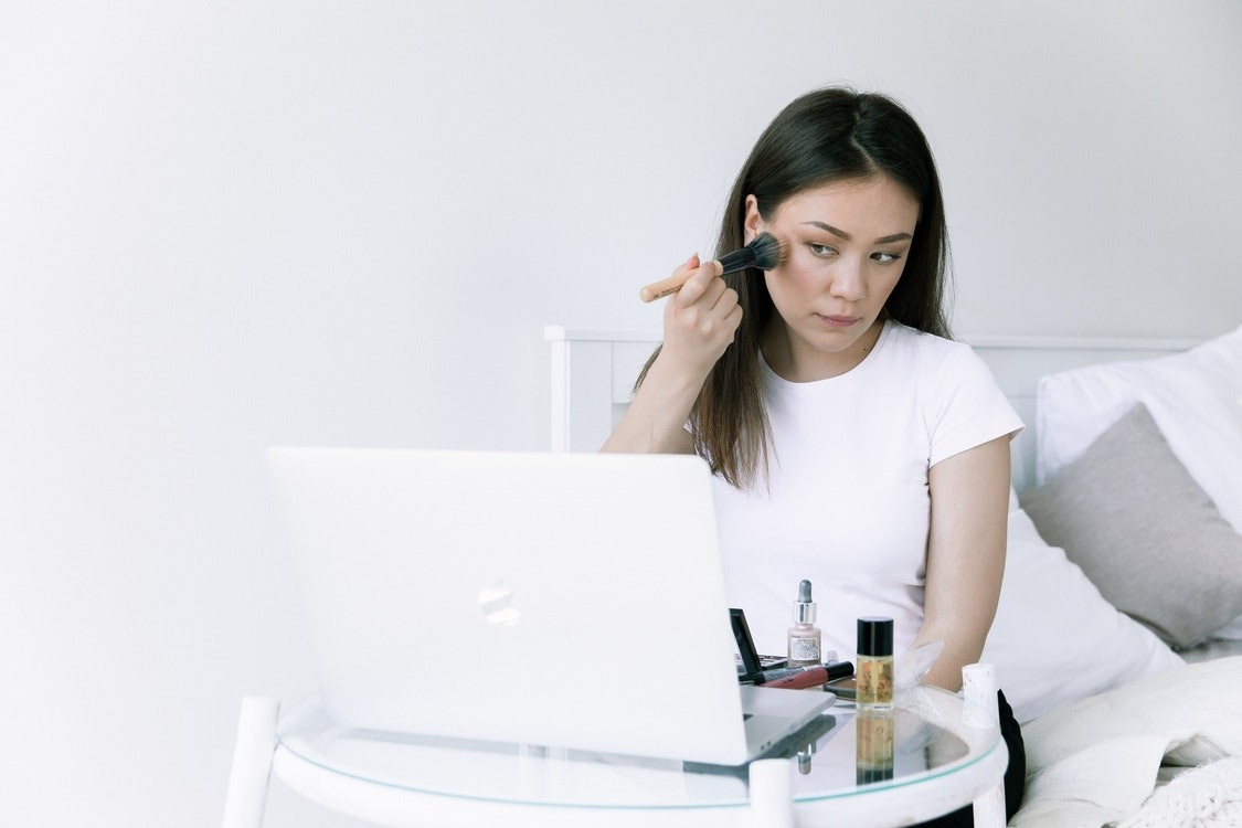 How to Apply Natural-Looking Makeup – Tips and Suggestions to Try
